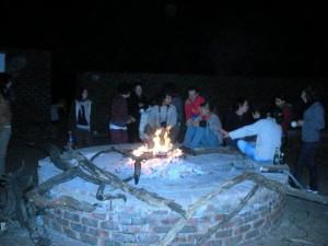 Le soir devant le feu: un moment d'échange
